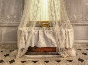 The-Bathroom-of-Marie-Antoinette-3[1]